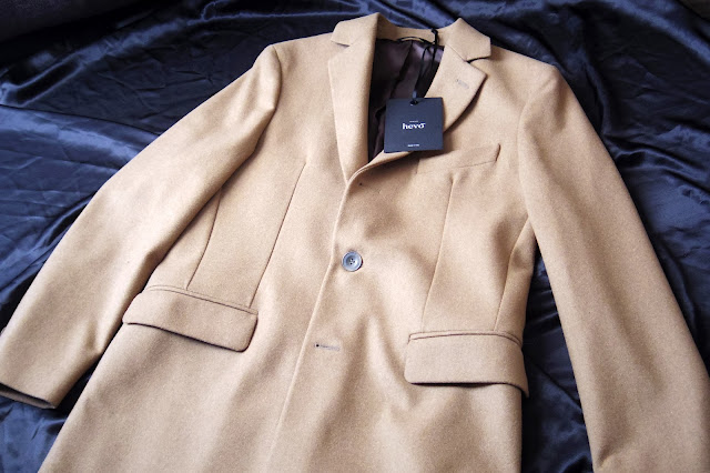 HEVOのキャメル コート