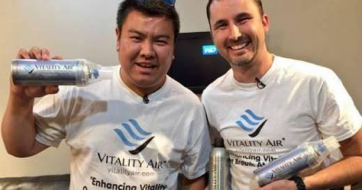 Sukses Besar Gara-gara Jualan Udara Segar, Dua Pria Bule ini Menciptakan `Vitality Air' Dalam Kemasan Kaleng