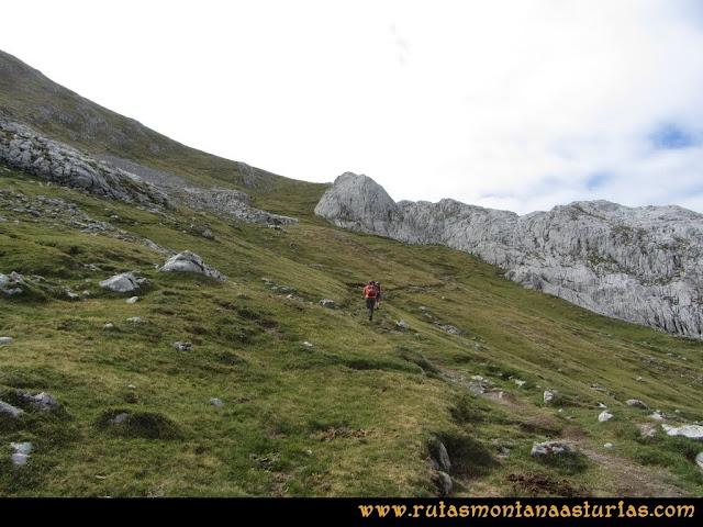 Ruta Pan de Carmen, Torre de Enmedio: Sendero a la collada de la Mazada