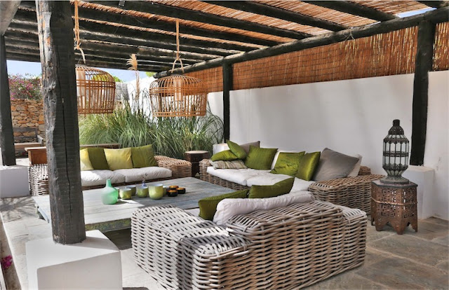 zona chill out con sofas de mimbre chicanddeco