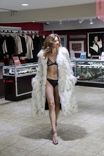 Blanca-Blanco-at-a-local-pawn-shop--10+%7E+SexyCelebs.in+Exclusive.jpg