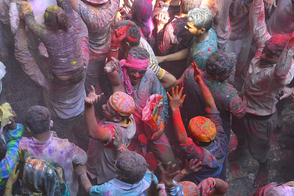 Holi Banke Bihari Temple Vrindavan 2015 colors gulal red yellow green men dancing