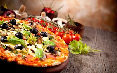 Delicious Pizza HD desktop wallpaper