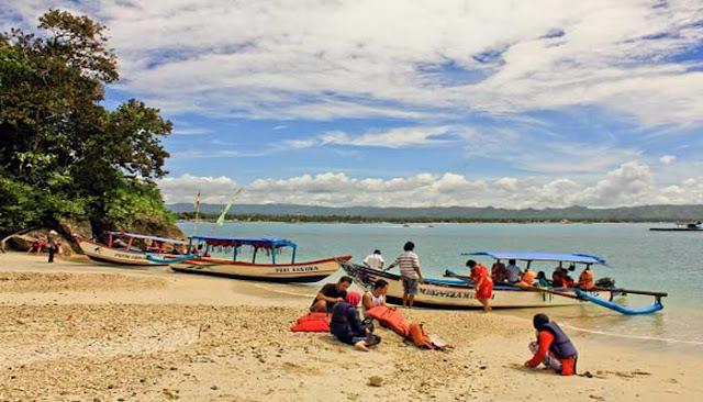 Pantai Karang Tirta