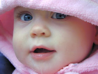 manfaat madu untuk bayi, bayi sehat dengan madu, meningkatlan nafsu makan bayi, makanan bergizi untuk bayi, obat demam untuk bayi, meningkatkan perkembangan otak bayi,