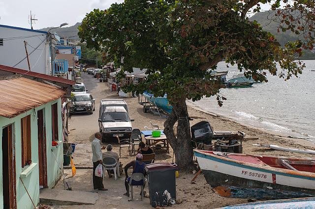 La rue qui longe la plage à Sainte-Luce