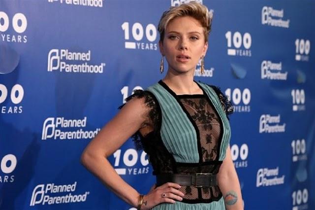 Scarlett Johansson está oficialmente divorciada