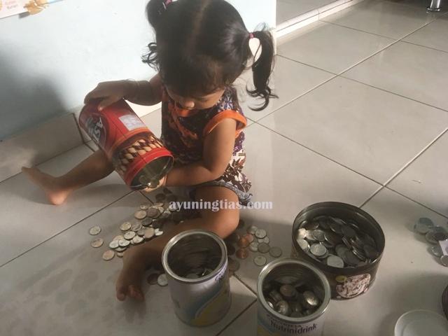 Mengumpulkan uang koin