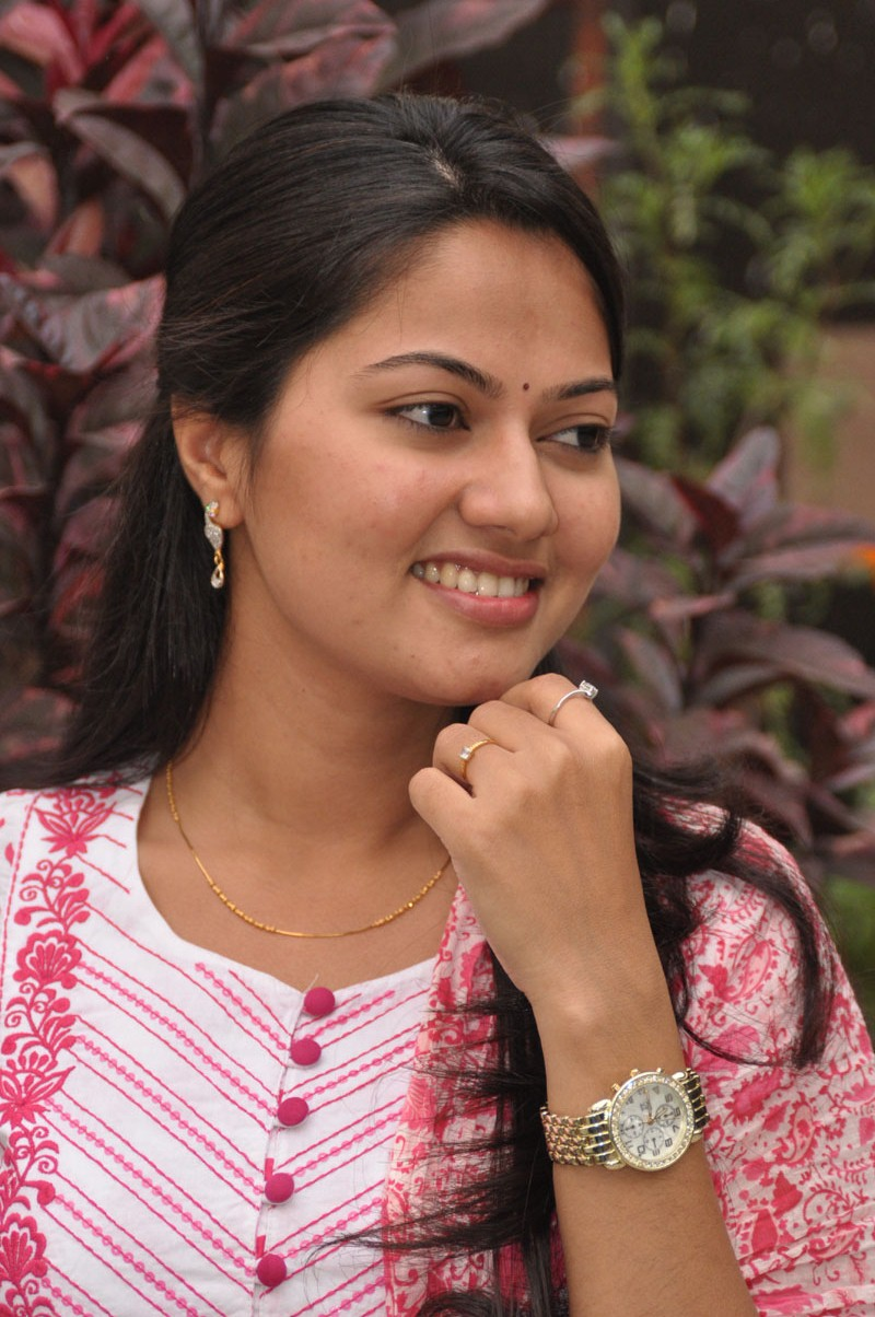 Tv Actress Suhasini Hot Face Close Up In Pink Dress