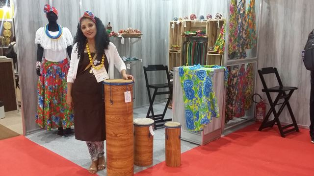 Artesã maranhense Simei Dantas ficou satisfeita com a comercialização de produtos de matriz africana na feira