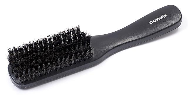 co daje czesanie włosów