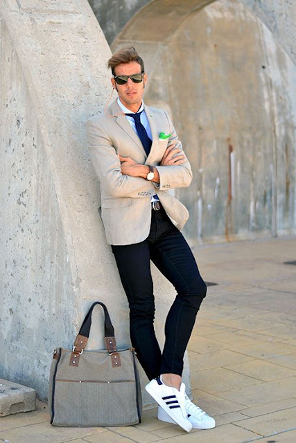 Look com adidas superstar branco para trabalhar