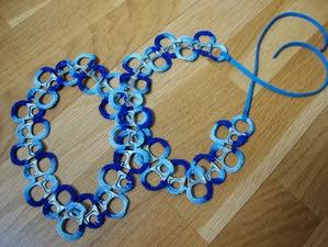 http://creacionesbatiburrillo.blogspot.com.es/2013/09/cinturon-crochet-arandelas-lata.html