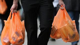 Ξεκίνησε η εφαρμογή του μέτρου για τις πλαστικές σακούλες με τους καταναλωτές να καλούνται να προσαρμοστούν στη νέα πραγματικότητα.