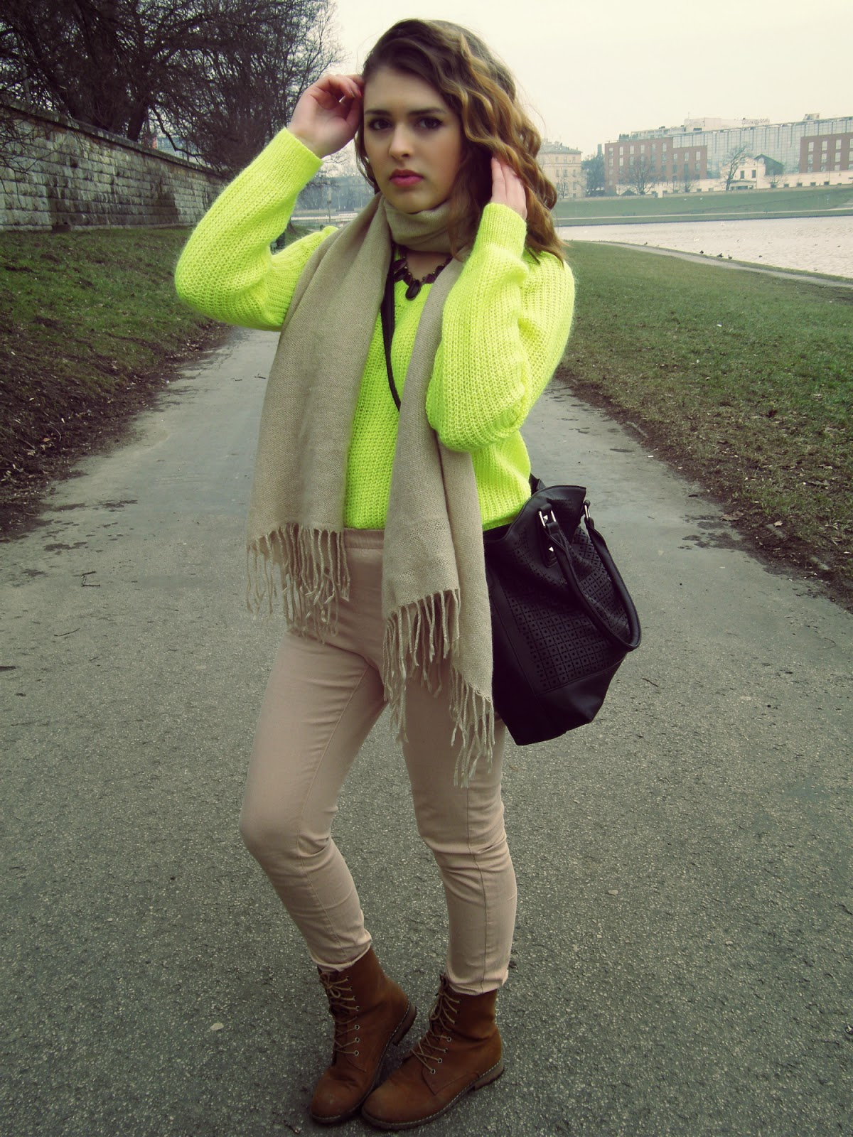 Neonowy sweterek !