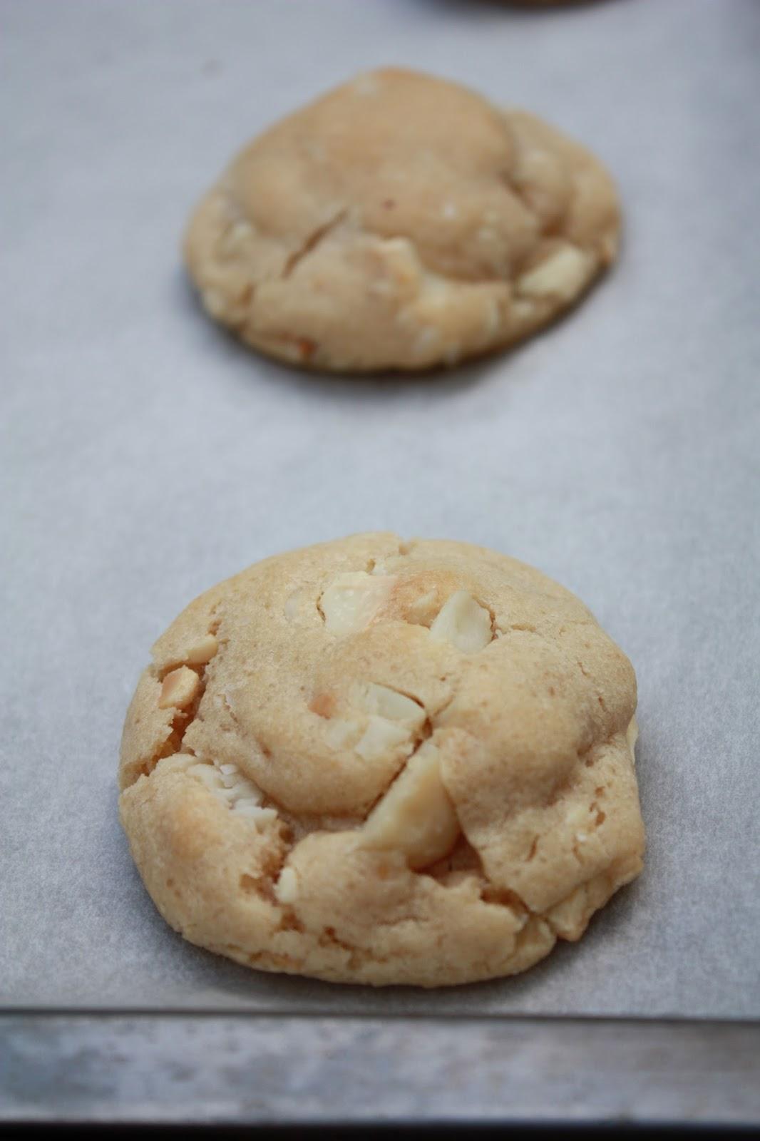 frenchymilie cookies au peanut butter chocolat blanc et noix de macadamia. Black Bedroom Furniture Sets. Home Design Ideas