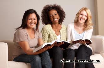 Mujeres estudiando para el pastorado