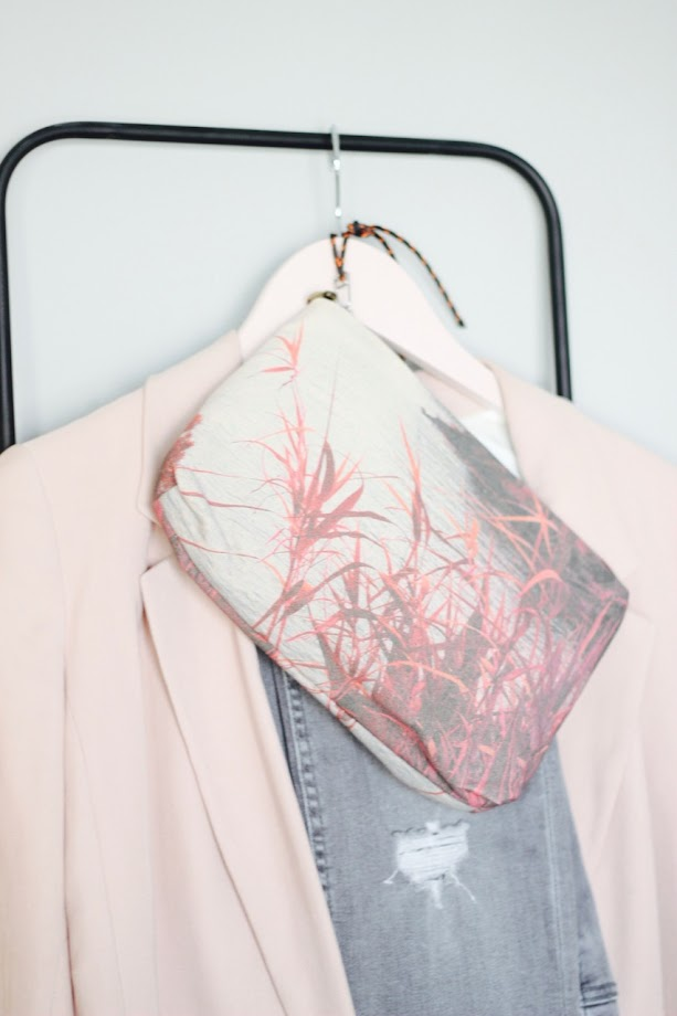 photo-maituins-looks-blazer-rosa-zara-jeans-gris-bolso-zubi-rosas