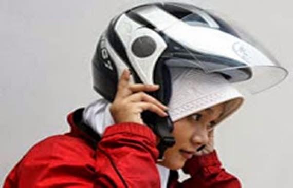 Tips Menggunakan Helmet Ketika Berjilbab