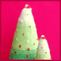 Árbol navideño en punto