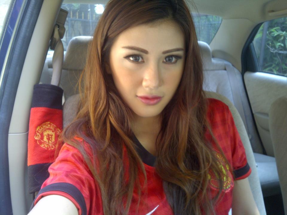 Abg Montok Foto Wiwid Gunawan Majalah Popular: FHOTO CEWEK TELANJANG: Foto Rey Utami, Presenter Cantik