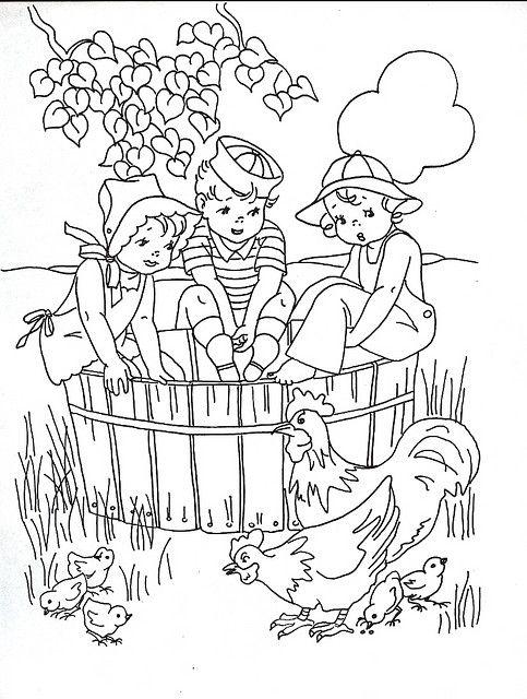 Tranh tô màu thiếu nhi chơi với đàn gà