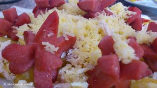 Salchipapas ( Salsa rosa, salsa Ketchup y Salsa de piña)