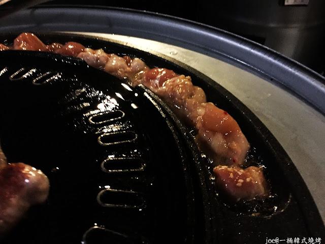IMG 4284 - 【台中美食】好想念韓國的燒肉啊!!!『一桶韓式燒烤』讓你重溫韓國燒肉的舊夢阿!!!@一桶@韓式燒烤@油桶燒烤@烤蛋@起司@五花肉
