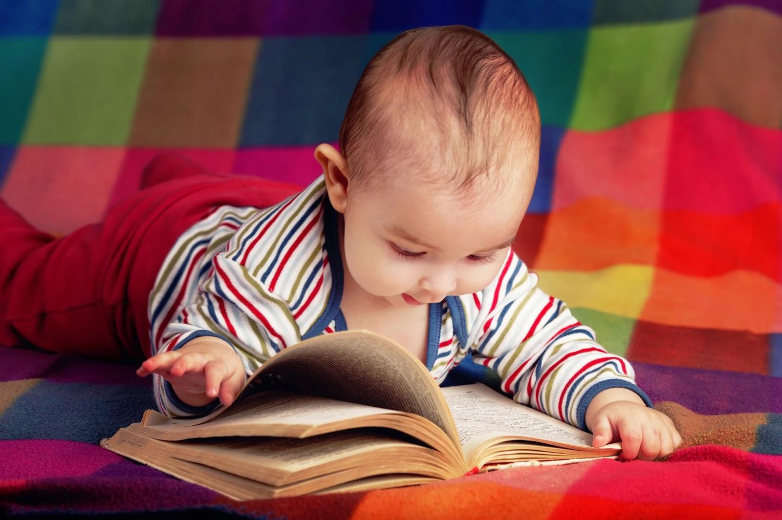 Download gambar bayi lucu banget baca buku