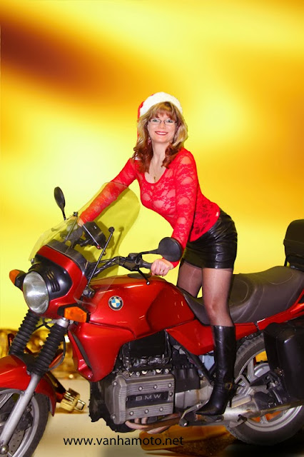 BMW, tonttu, nahkahame, korkosaappaat, pitsipaita, ei rintaliivejä, isot rinnat - leather skirt, lace shirt, high heel boots, no bra, big breast, christmas elf