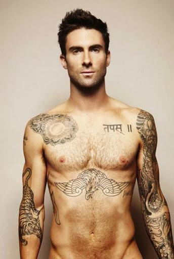 Em sânscrito tatuagem ideia para os homens no peito