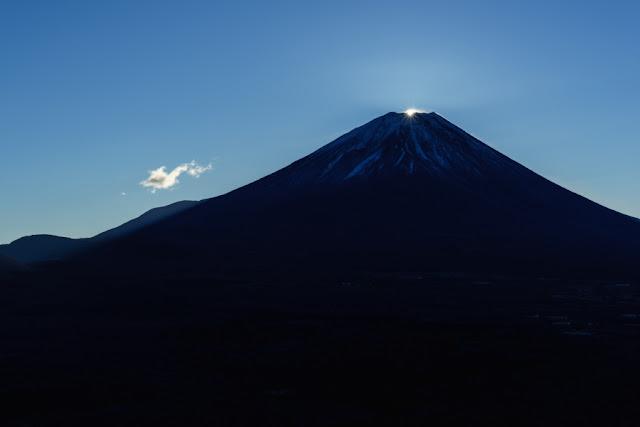 山梨百名山・竜ヶ岳からのダイヤモンド富士