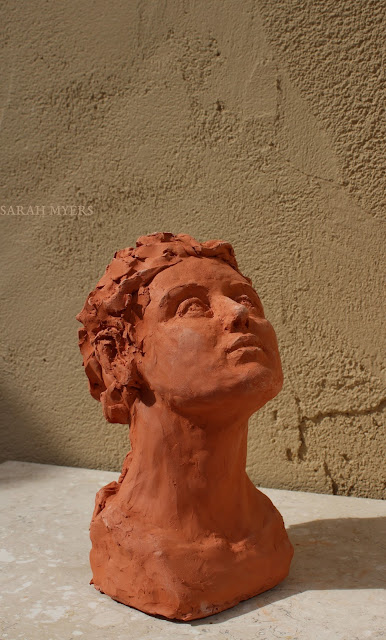 head, looking, upward, sarah, myers, sculpture, escultura, skulptur, scultura, terracotta, earthenware, ceramic, art, arte, kunst, face, gaze, woman, female, figurative, red, clay, modern, contemporary, artwork, glance, up, direction, eyes