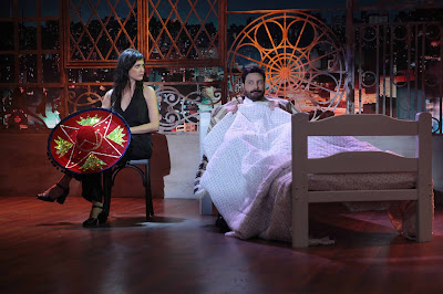 Chris e Danilo reproduzem cena de O Sexto Sentido (Crédito: Leonardo Nones/SBT)