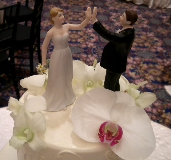 wedding cake toppers high five maine ly new hampshire weddings things we cake 26493