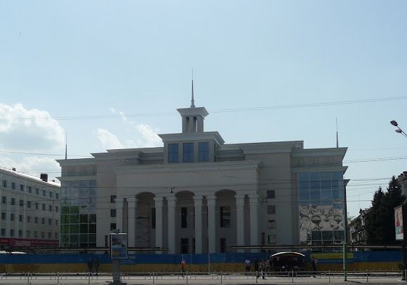 Херсон. Площа Свободи. Кінотеатр «Україна». Колишній ілюзіон
