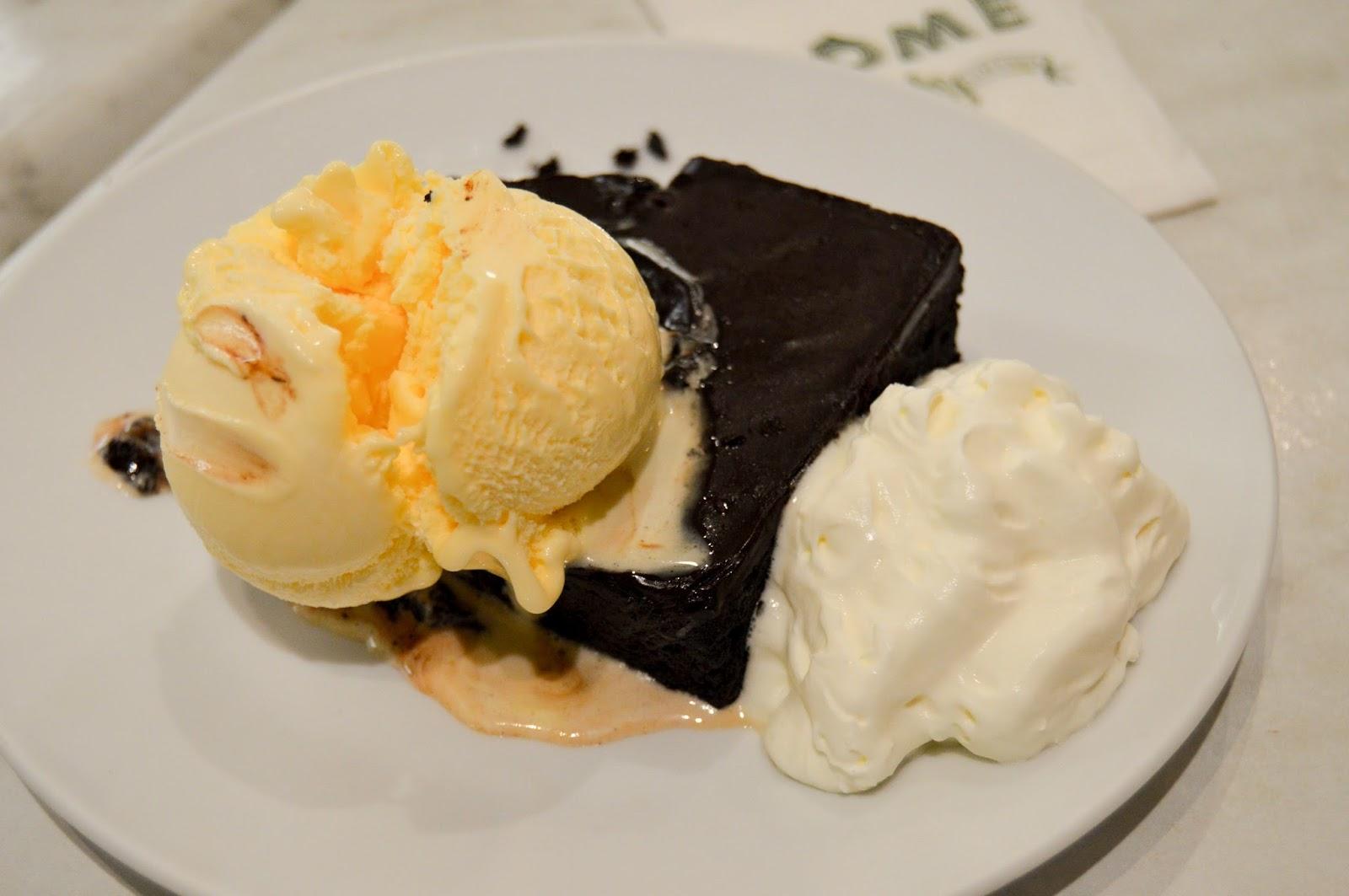 Chocolate Mango & Vanilla Ice Cream Free Stock Photos