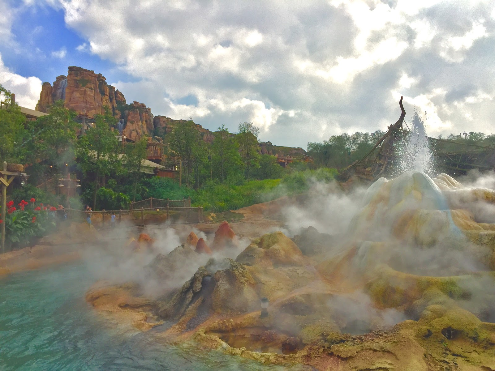 Shanghai Disneyland Roaring Mountain Rapids