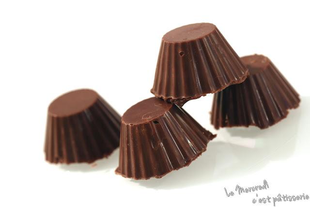 Chocolats noirs fourrés à la ganache au chocolat et caramel beurre salé
