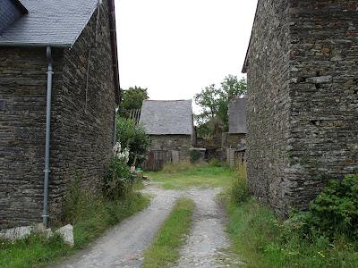 assez gros village de St just, avec de grandes maisons