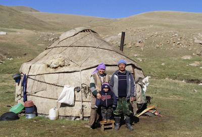CASAS DEL MUNDO LA YURTA MONGOLA  Poblado Cntabro de Argeso
