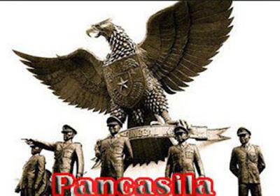"Sejarah Pancasila  Tanggal terbentuknya pancasila – Istilah "" Pancasila"" pertama kali dapat ditemukan dalam buku "" Sutasoma"" karya Mpu Tantular yang ditulis pada zaman Majapahit (abad ke 14). Dalam buku itu istilah Pancasila diartikan sebagai perintah kesusilaan yang jumlahnya lima (Pancasila karma) dan berisi lima larangan untuk :  Melakukan kekerasan  Mencuri  Berjiwa dengki  Berbohong  Mabuk akibat minuman keras  Pancasila sebagai dasar filsafat serta ideologi bangsa dan negara Indonesia, tidak semata-mata terbentuk begitu saja dengan hanya diciptakan oleh seseorang seperti yang terjadi pada ideologi ideologi lain di dunia. Akan tetapi terbentuknya Pancasila mengalami proses yang sangat panjang dalam sejarah bangsa Indonesia.  Sejak 400 tahun yang lalu pada masa kejayaan kutai dimana pada masa ini masayarakat kutai yang membuka zaman sejarah indonesia pertama kali, sudah terlihat menampilkan nilai-nilai sosial politik, dan ketuhanan dalam bentuk kerajaan. Secara kausalitas Pancasila sebelum disyahkan menjadi dasar filsafat negara nilai-nilainya telah ada dan berasal dari bangsa Indonesia itu sendiri, seperti adat istiadat, kebudayaan, dan nilai-nilai religius. Kemudian para pendiri negara mengangkat nilai-nilai tersebut kemudian dirumuskan secara musyawarah mufakat berdasarkan moral-moral yang luhur diantaranya dalam sidang BPUPKI yang pertama, sidang panitia sembilan yang kemudian melahirkan piagam jakarta yang"