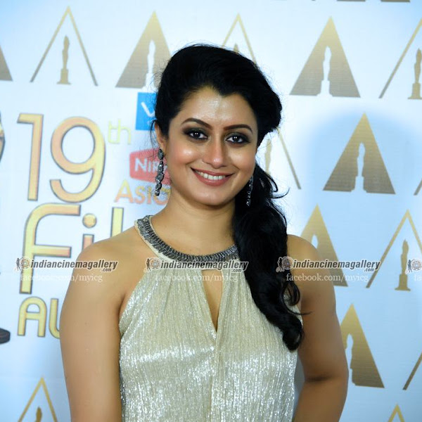 Reenu Mathews latest photos from 19th Asianet Film Awards
