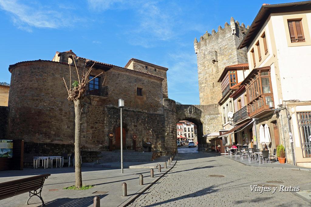 Plaza del ayuntamiento de Salas, Asturias