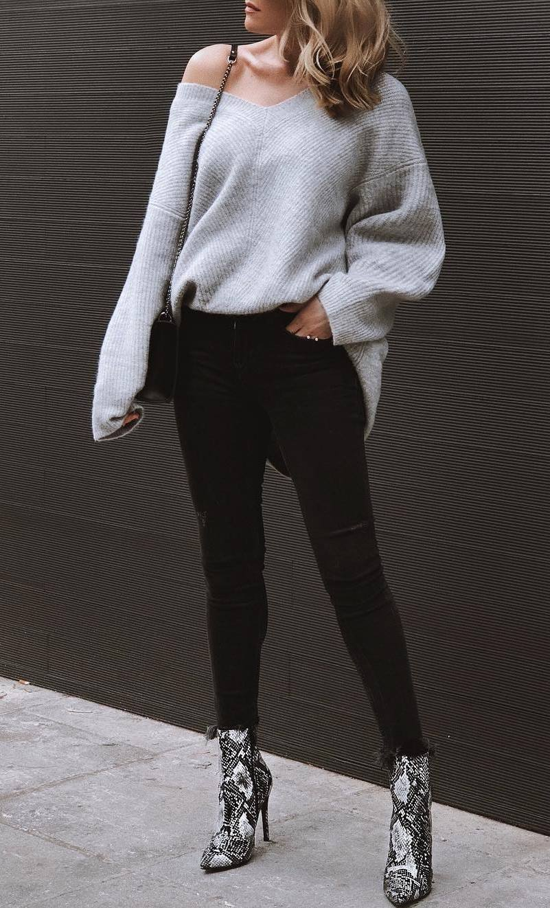 fall fashion trends / grey sweater + bag + black jeans + snake boots