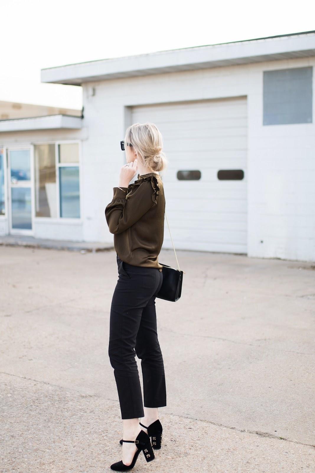 Unique workplace outfit idea