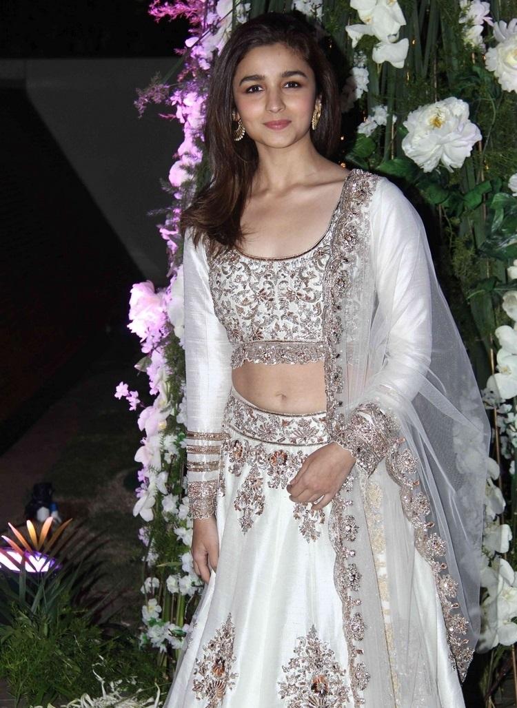 Bollywood Actress Navel Hip In White Dress Alia Bhatt