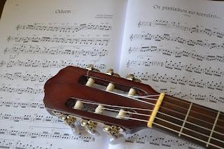 belajar melodi gitar akustik dasar untuk pemula