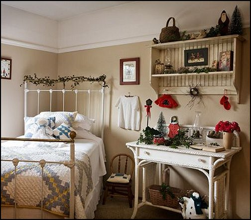 Decorating theme bedrooms maries manor primitive americana decorating style folk art - Country style bedroom ...