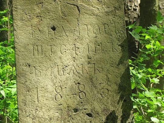 Napis na cokole krzyża Babiaków.